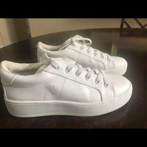 Steve Madden basic white platform sneaker - size 7